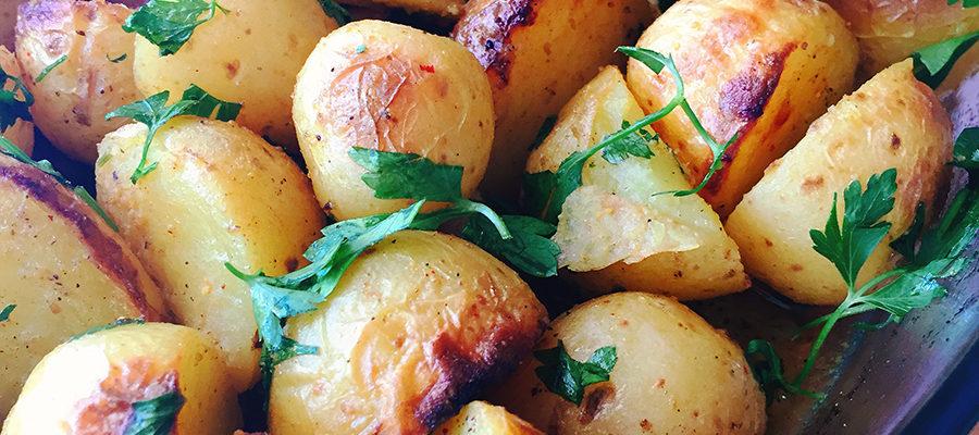 πατατες φουρνου με καρυ και κουρκουμα