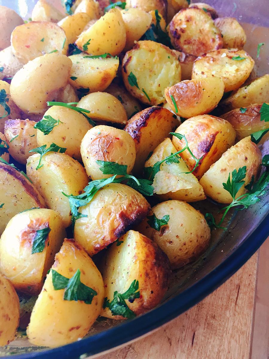 Πατάτες στον φούρνο με κάρυ και κουρκουμά