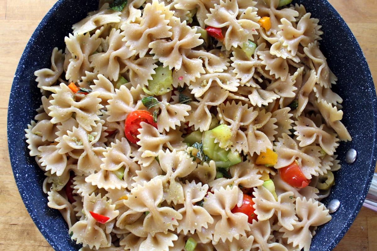 Ζυμαρικά ολικής με λαχανικά