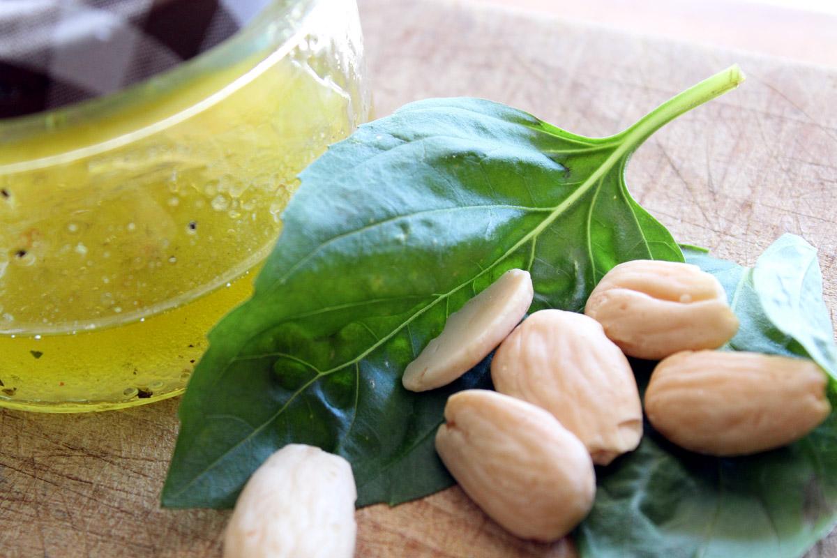 Σαλάτα με πράσινα φασολάκια, αμύγδαλα και φέτα