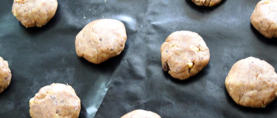 Μπισκότα χωρίς ζάχαρη με καρύδια και σοκολάτα
