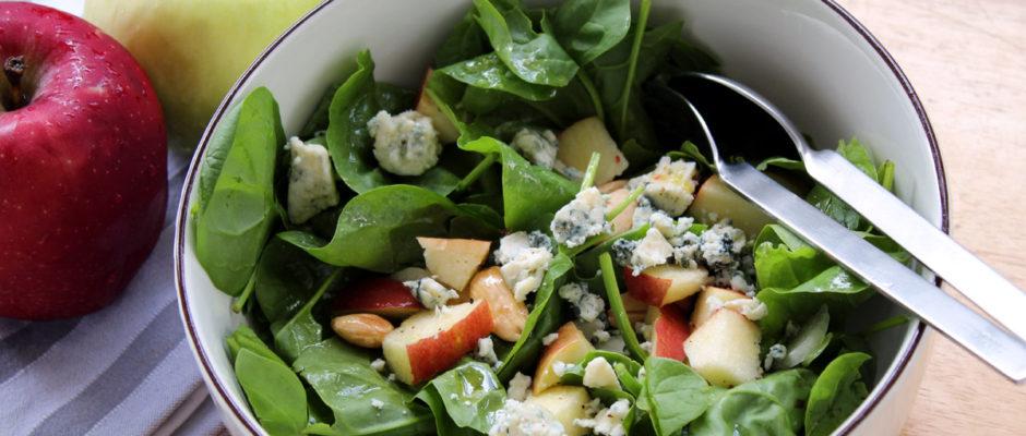 χειμωνιάτικη σαλάτα με μήλα και blue cheese