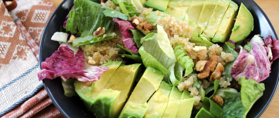 Σαλάτα με κινόα, αβοκάντο και τζίντζερ