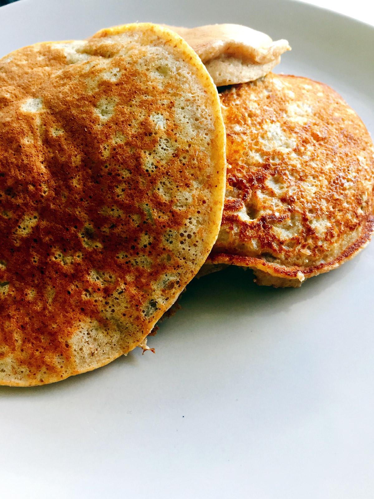 Υγιεινά pancakes με μπανάνα και ηλιόσπορους