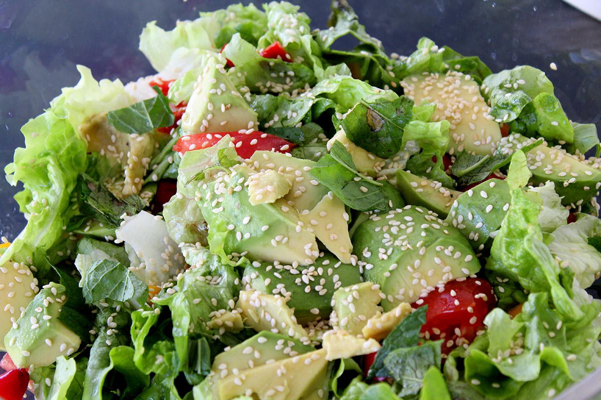 Αντιοξειδωτική σαλάτα με αβοκάντο και πιπεριές