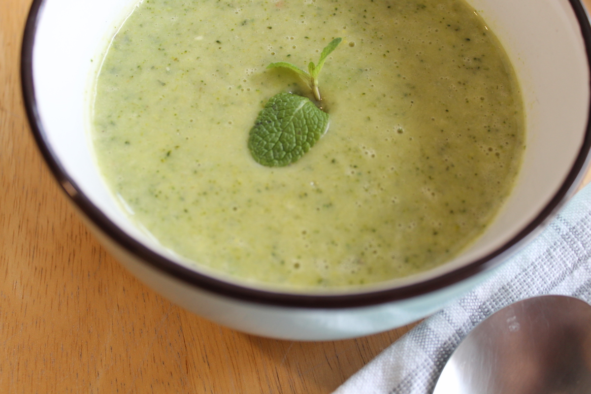Βελουτέ σούπα μπρόκολου με χαμηλά λιπαρά