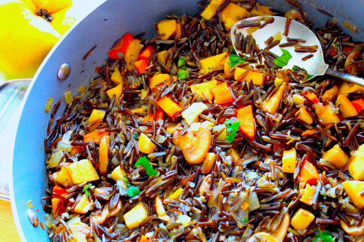 Άγριο ρύζι με μανιτάρια και κυδώνι