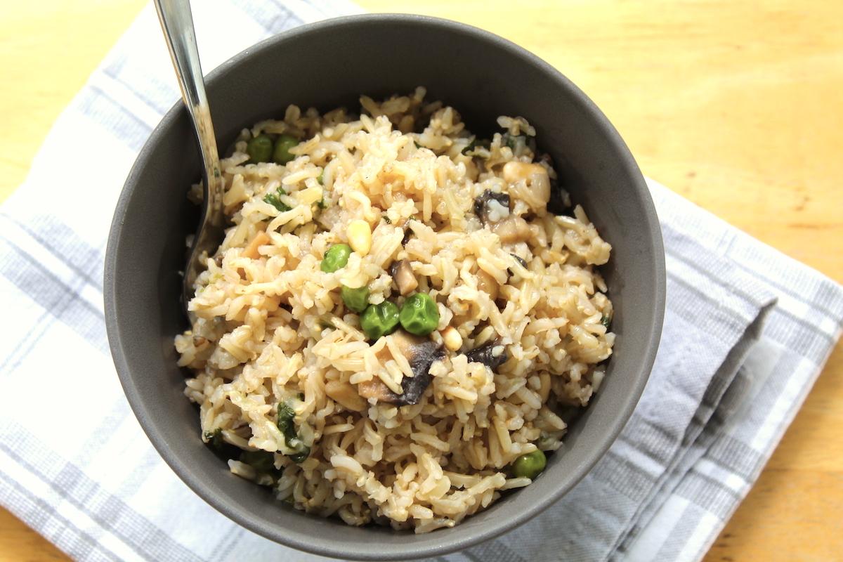 Ανατολίτικο ρύζι με μανιτάρια και σπανάκι