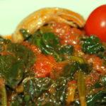 Σουπιές με σπανάκι και ντοματίνια