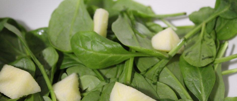 Σαλάτα με σπανάκι, χαλούμι και ντρέσινγκ μηλόξυδου