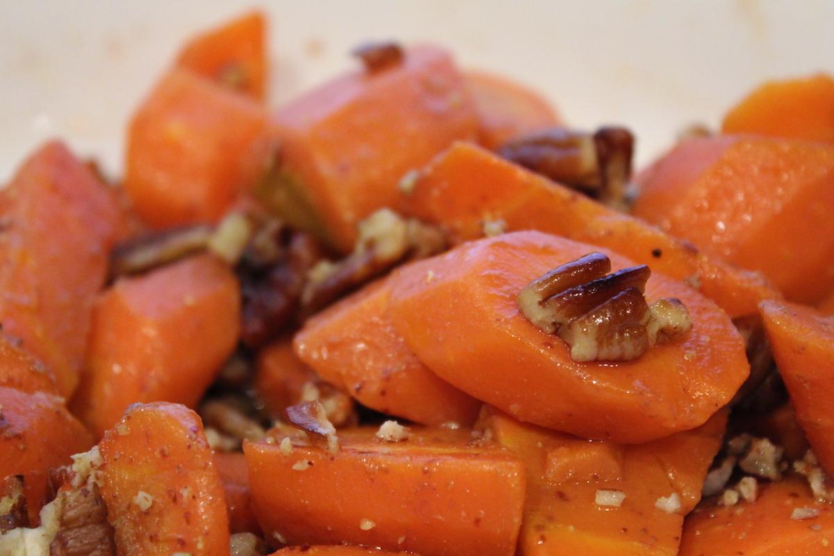 Καρότα με γλυκό κρασί και καρύδια