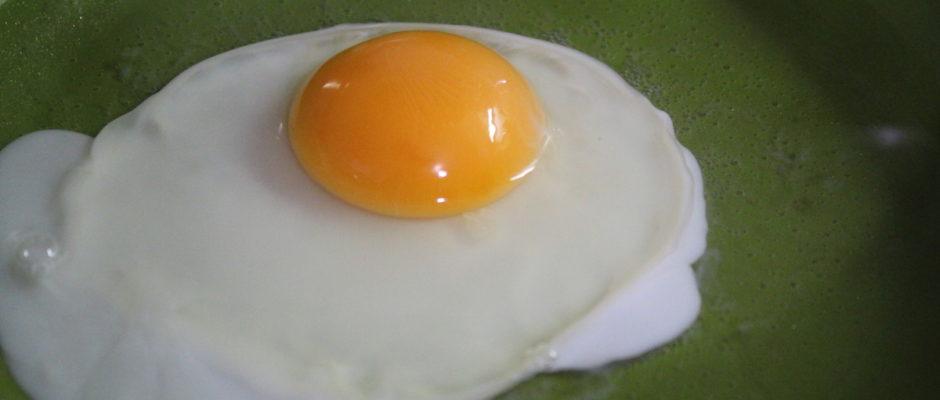 Ανοικτό σάντουιτς με αβοκάντο και αβγό ποσέ