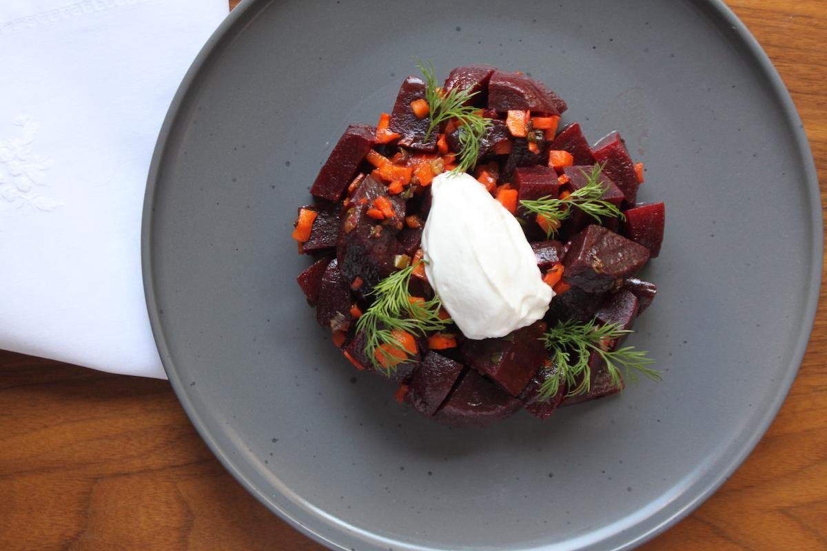 Σαλάτα με παντζάρια, καρότα και σπόρους κόλιανδρου