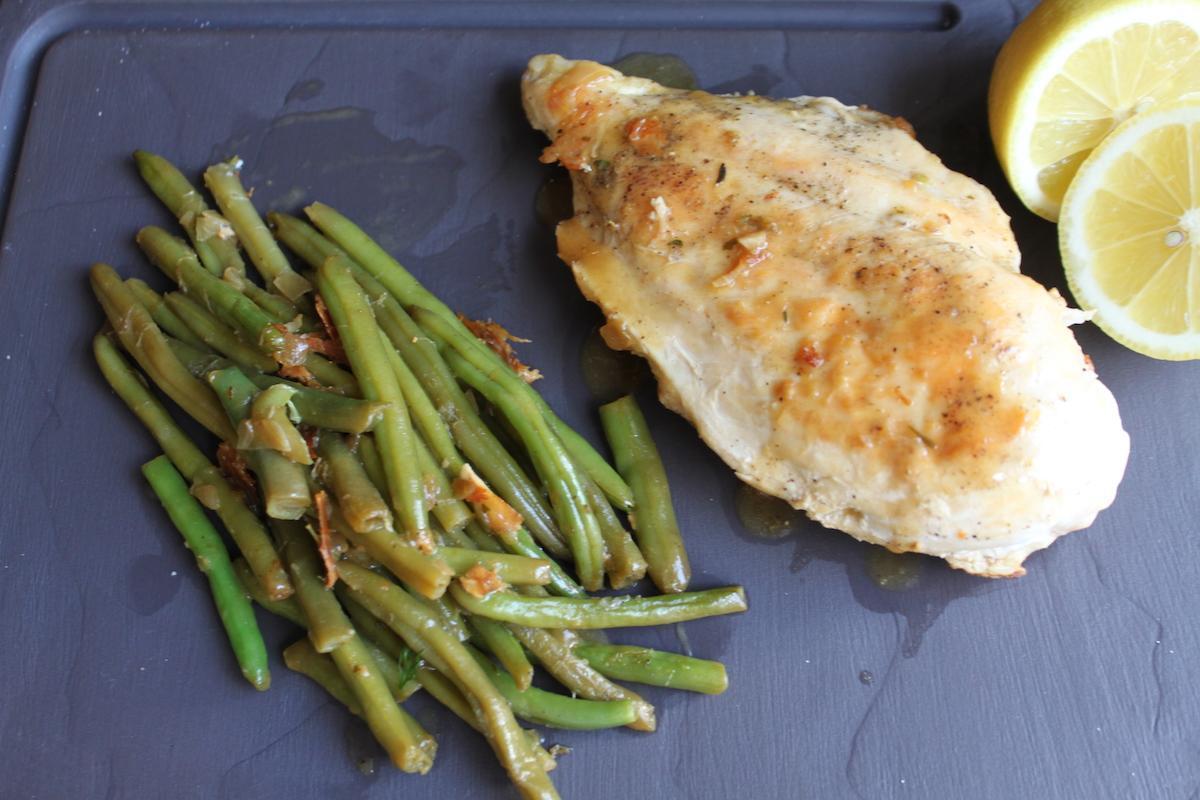 Λεμονάτο κοτόπουλο με πράσινα φασολάκια