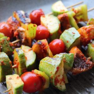 Σουβλάκια λαχανικών σε μαρινάδα πιπεριάς