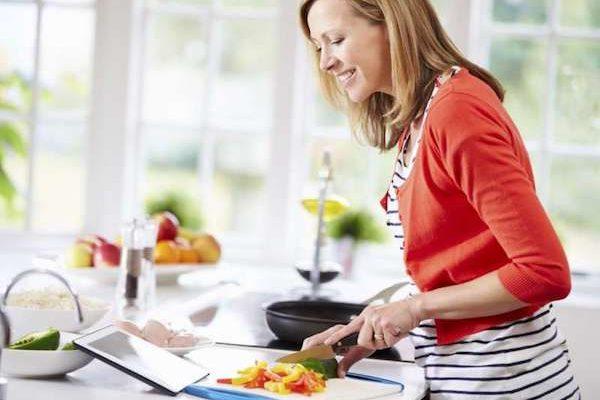 Γυναίκα και διατροφή: Οι μοναδικές διατροφικές ανάγκες των γυναικών