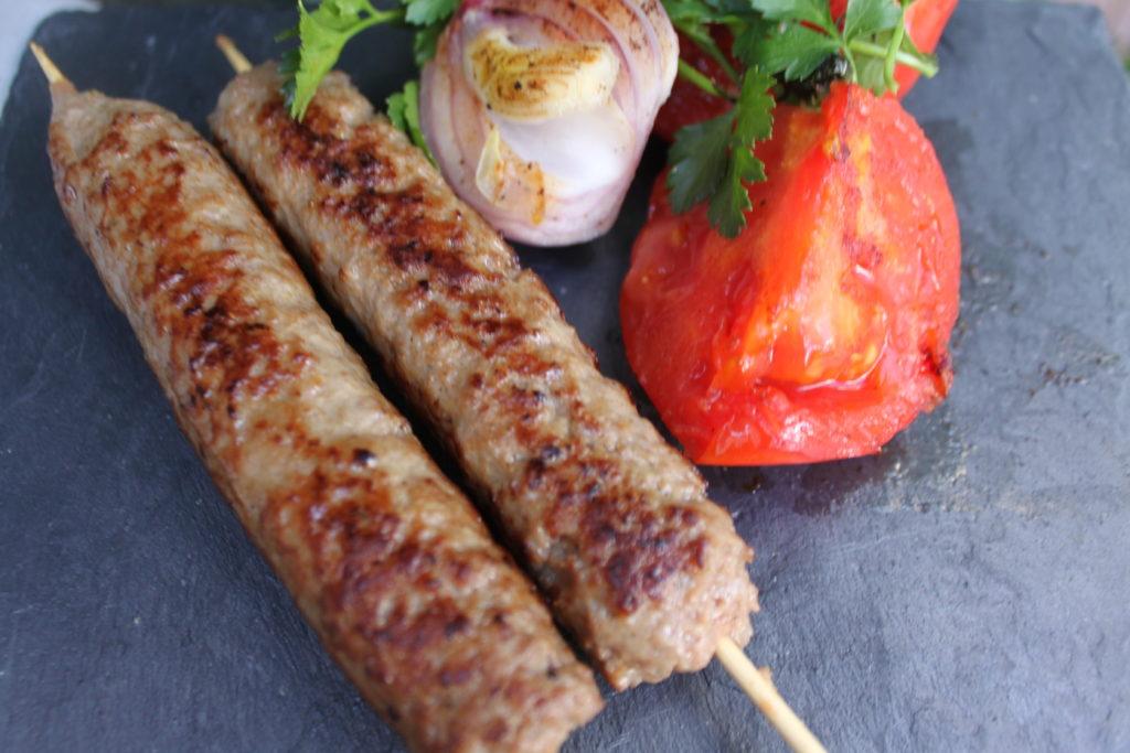arnisia kebab se souvlakia