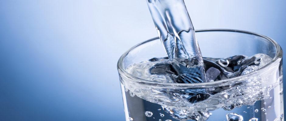 7 λόγοι για να πίνουμε νερό χειμώνα - καλοκαίρι