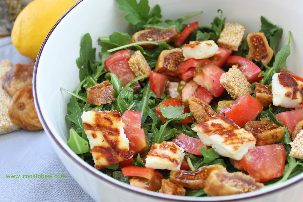 σαλάτα με σύκα, χαλούμι και παστέλι
