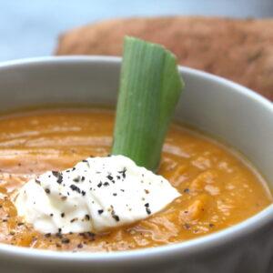 Υγιεινή σούπα με γλυκοπατάτα και πράσο