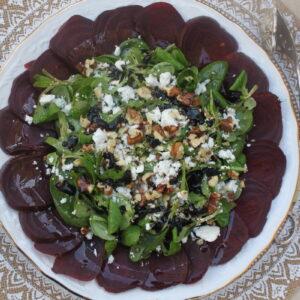 Σαλάτα με παντζάρια και κατσικίσιο τυρί