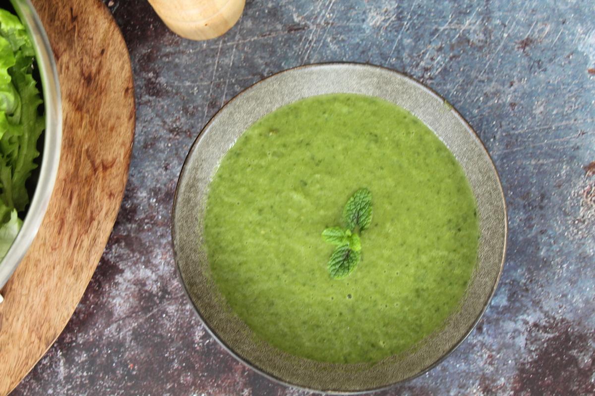 Σούπα βελουτέ με μαρούλι και πράσο