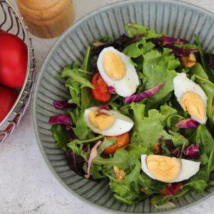 Πασχαλινή πράσινη σαλάτα με αβγά