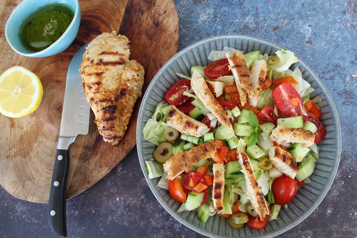 Σαλάτα με ψητό κοτόπουλο