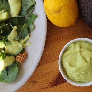 Ντρέσινγκ με αβοκάντο για πράσινη σαλάτα